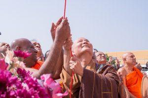 強帝瑪法師與悟道法師共同為大佛像揭幕。