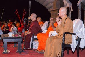 當晚在達瑪洛卡法師帶領下,眾人共同吟唱巴利文經典祈福。