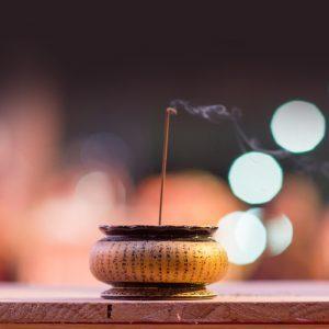 pray-to-buddha